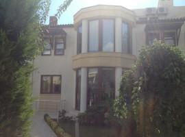 فيلا فاخرة في اسطنبول ضمن مجمع سكنيِ